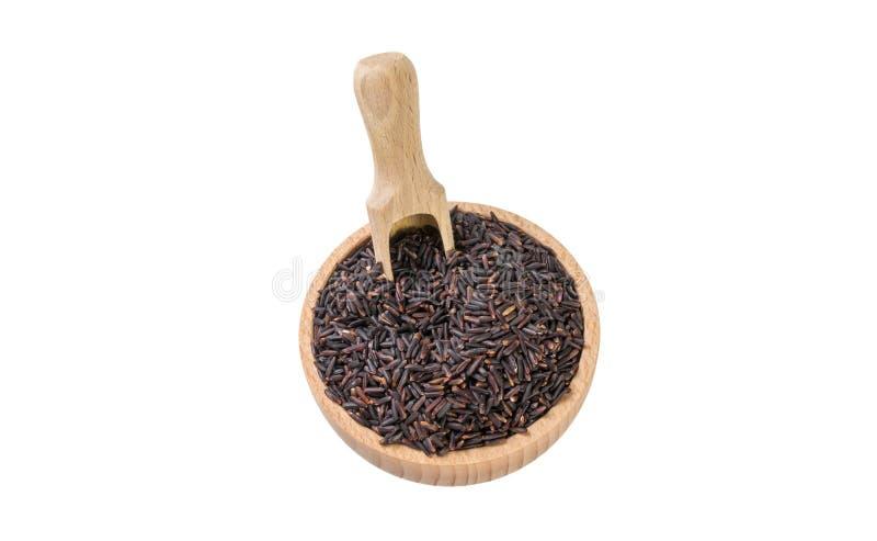 Μαύρο ρύζι της Jasmine στο ξύλινο κύπελλο και σέσουλα που απομονώνεται στο άσπρο υπόβαθρο διατροφή βιο φυσικό συστατικό τροφίμων στοκ εικόνες με δικαίωμα ελεύθερης χρήσης