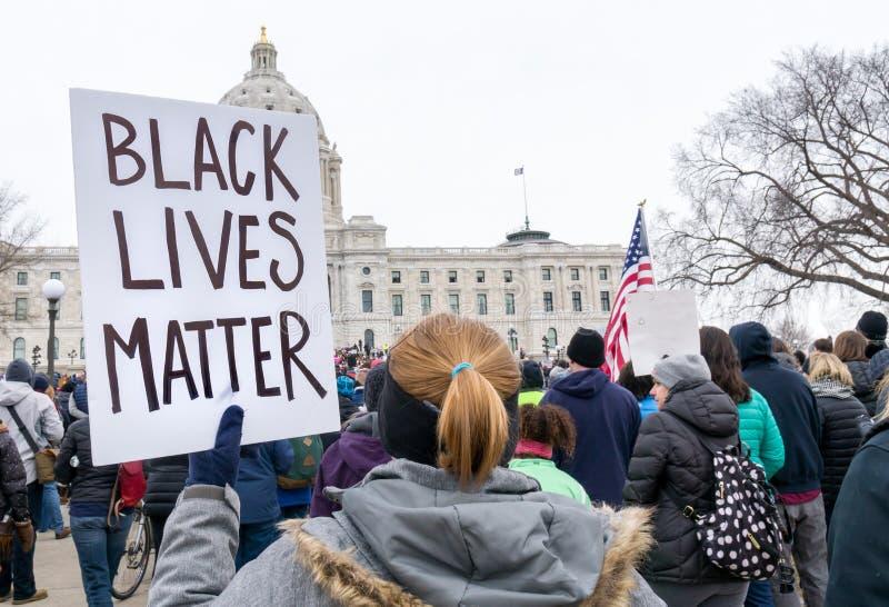 Μαύρο σημάδι θέματος ζωών στο Μάρτιο για τη συνάθροιση ζωών μας στοκ φωτογραφίες