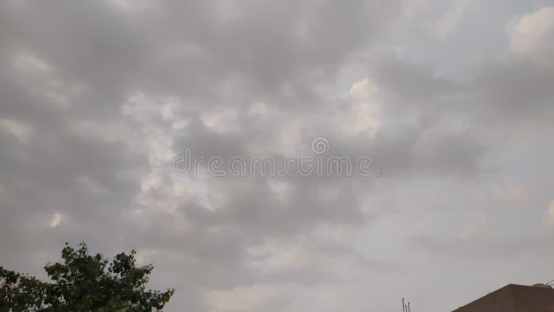 Μαύρο σύννεφο στον ουρανό στοκ εικόνα με δικαίωμα ελεύθερης χρήσης