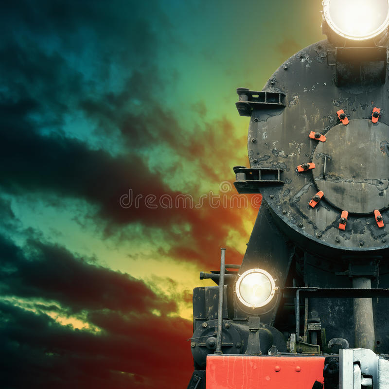 Μαύρο τραίνο ατμού τη νύχτα στοκ εικόνες με δικαίωμα ελεύθερης χρήσης