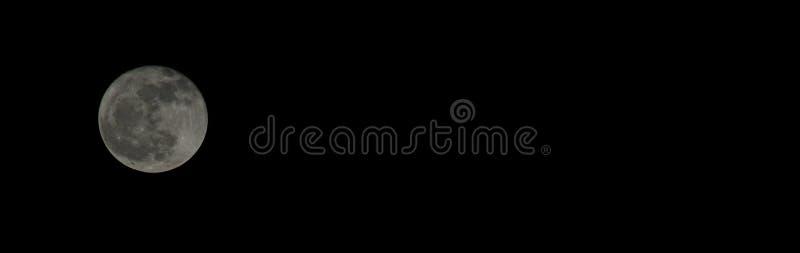Μαύρο υπόβαθρο πανσελήνων, μέγεθος εμβλημάτων στοκ φωτογραφία