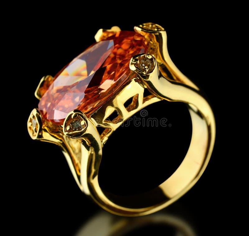 Download μαύρο χρυσό δαχτυλίδι πο&lambd Στοκ Εικόνες - εικόνα από brigid, νυφών: 22775202