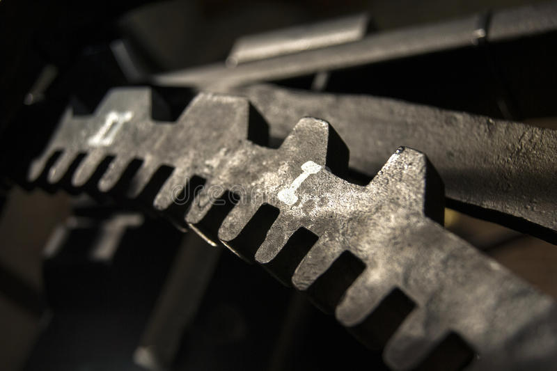 Μαύρο cogwheel χυτοσιδήρου στοκ εικόνα
