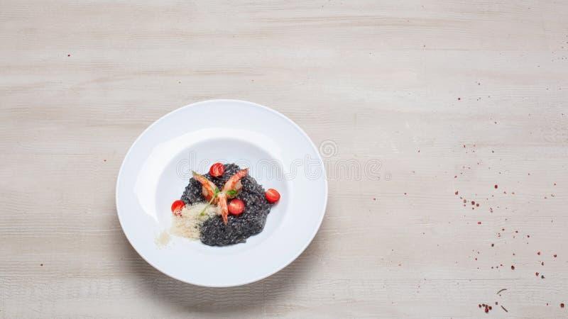 Μαύρο risotto με τα θαλασσινά στοκ φωτογραφία με δικαίωμα ελεύθερης χρήσης