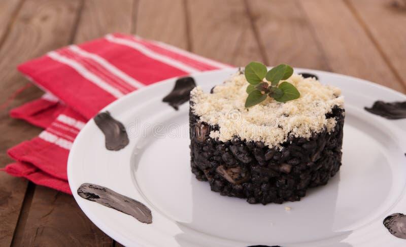 Μαύρο risotto με την παρμεζάνα στοκ φωτογραφίες