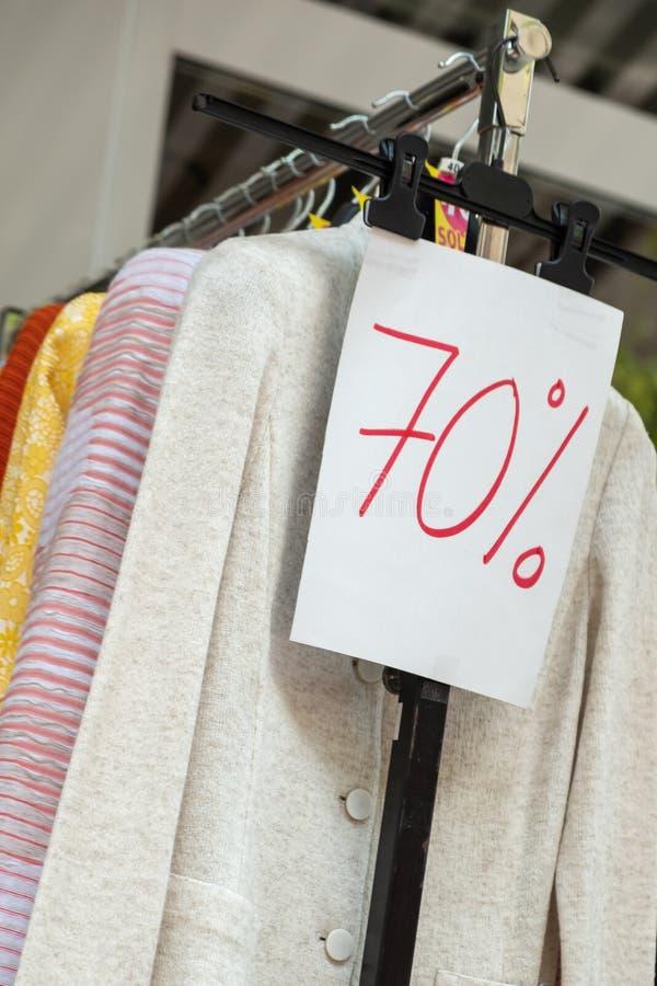 Μείον εβδομήντα πώληση τοις εκατό ή 70%, ενδυμασία στοκ φωτογραφία με δικαίωμα ελεύθερης χρήσης