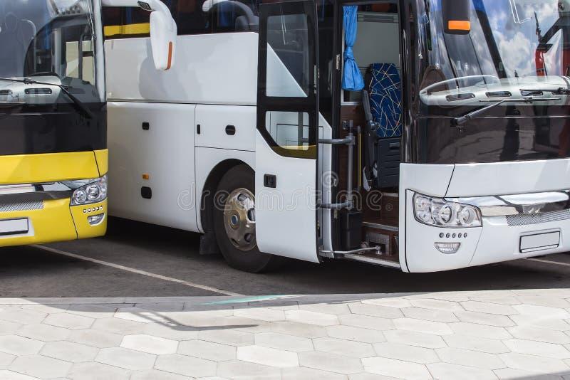 μεγάλα λεωφορεία τουριστών στοκ εικόνα