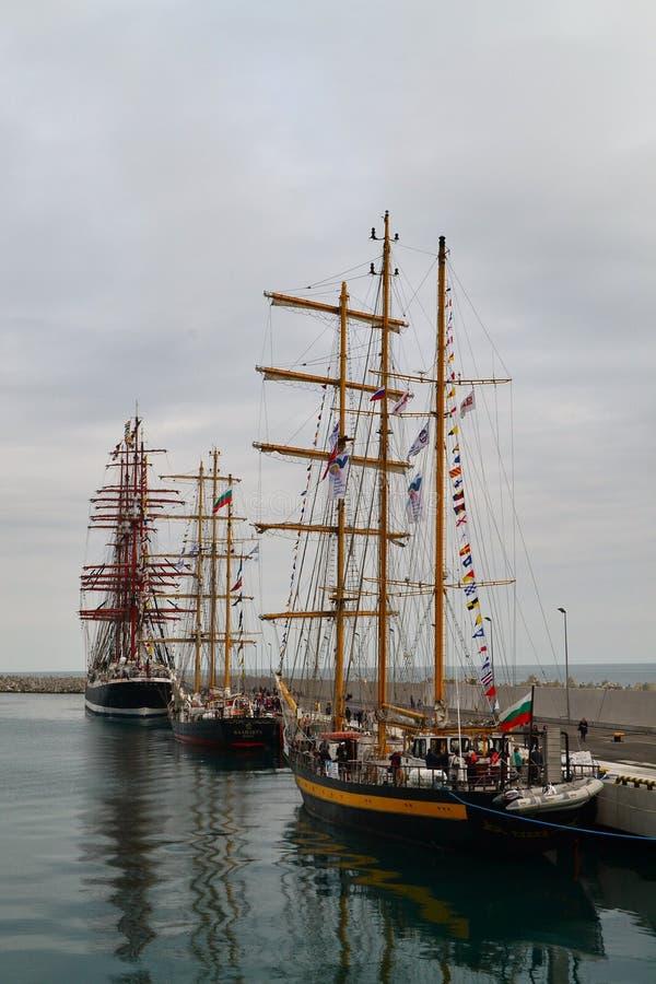 Μεγάλα πλέοντας σκάφη στοκ φωτογραφία με δικαίωμα ελεύθερης χρήσης