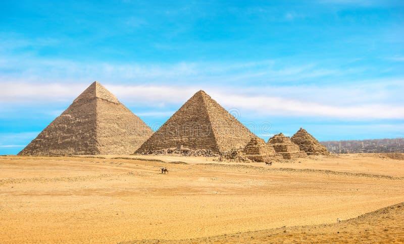 Μεγάλες πυραμίδες σε Giza στοκ φωτογραφία με δικαίωμα ελεύθερης χρήσης