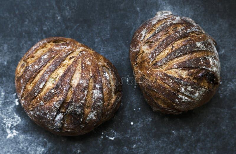 Μεγάλες στρογγυλές φραντζόλες των ιδεών συνταγής φωτογραφίας τροφίμων ψωμιού στοκ φωτογραφία