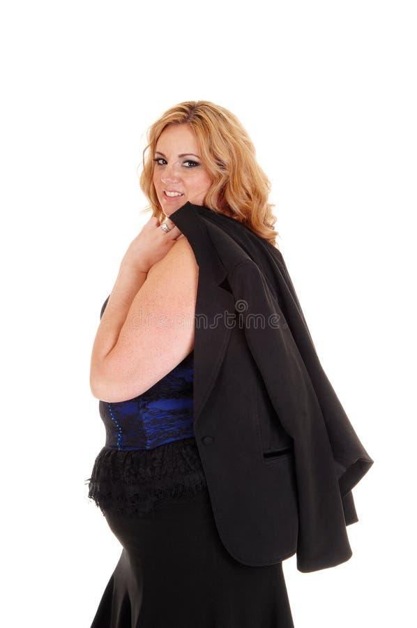 Μεγάλη γυναίκα στο σχεδιάγραμμα με το σακάκι πέρα από τον ώμο στοκ εικόνες με δικαίωμα ελεύθερης χρήσης