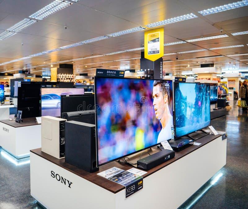 Μεγάλη επιλογή της επίδειξης της Sony Bravia UHD QLED στοκ εικόνα