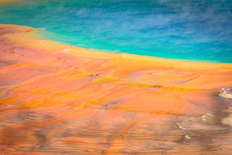 Μεγάλη Πρισματική Άνοιξη Στη Λεκάνη Του Midway Geyser Στο Εθνικό Πάρκο Yellowstone Στο Γουαϊόμινγκ στοκ φωτογραφία με δικαίωμα ελεύθερης χρήσης