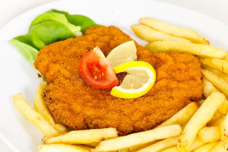 μεγάλη σαλάτα escalope schnitzel στοκ φωτογραφία με δικαίωμα ελεύθερης χρήσης