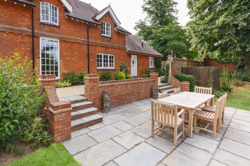 Μεγάλοι αγγλικοί σπίτι και κήπος στοκ εικόνες