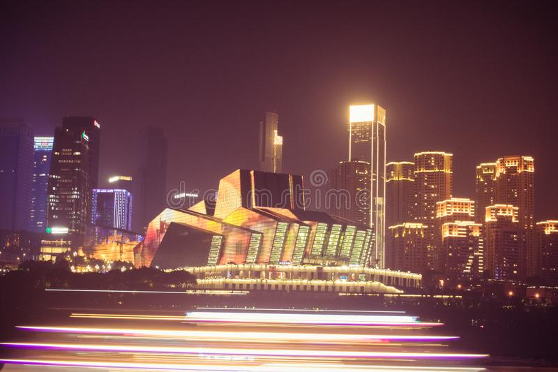Μεγάλοι σκηνή νύχτας θεάτρων Chongqing και φωτισμός κρουαζιερόπλοιων σε Chongqing, Κίνα Jiangbeizui σύνθετο στοκ εικόνες