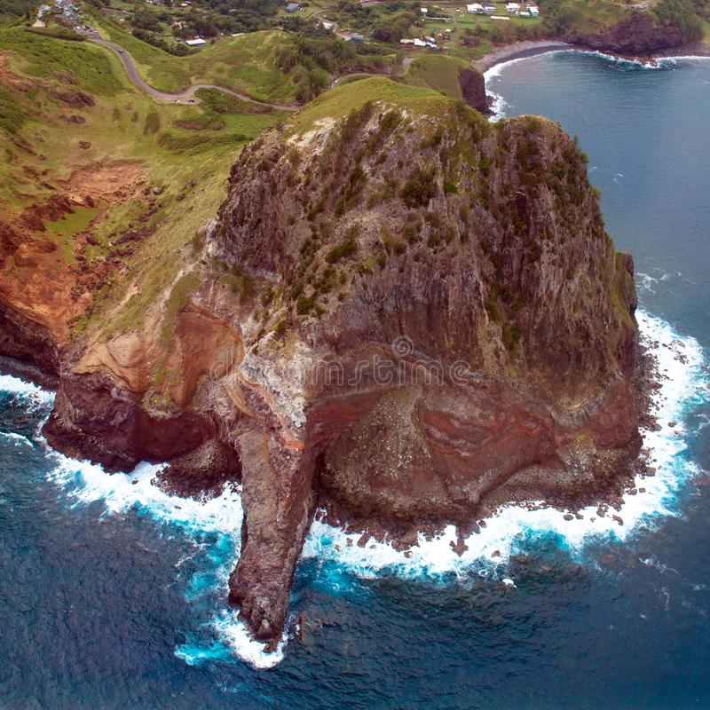 Μεγάλος βράχος στην ακτή Maui στη Χαβάη στοκ φωτογραφία με δικαίωμα ελεύθερης χρήσης