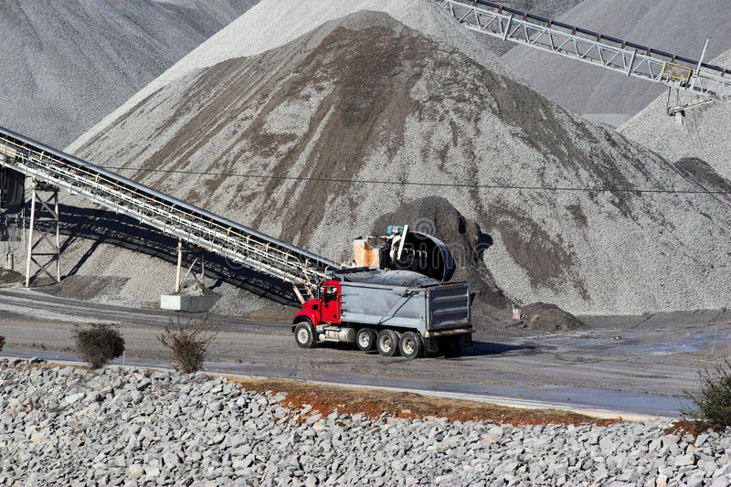 Download μεγάλος βράχος στοκ εικόνες. εικόνα από φορτωτής, βιομηχανία - 399030
