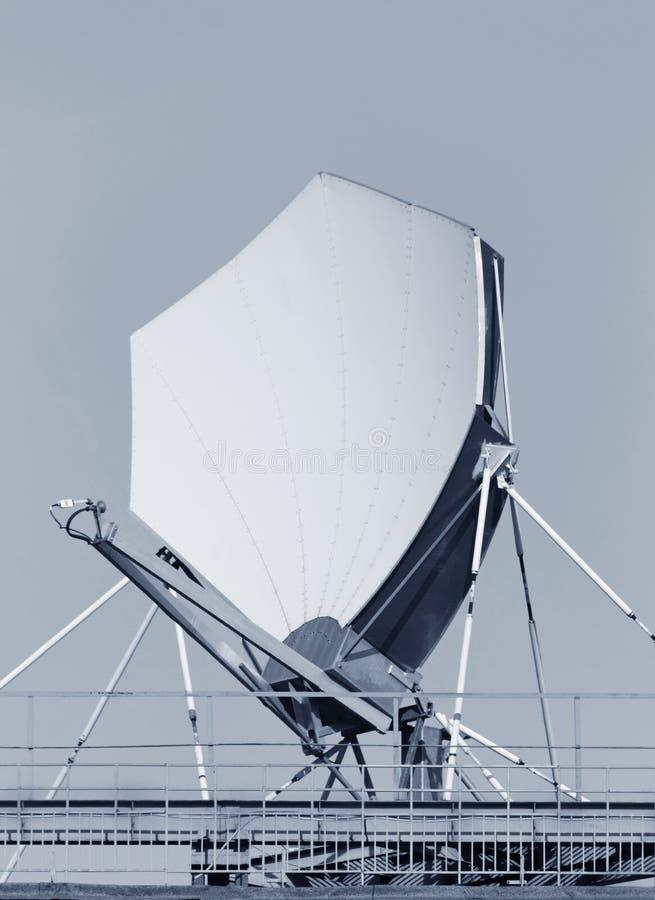 μεγάλος δορυφόρος πιάτων στοκ εικόνα