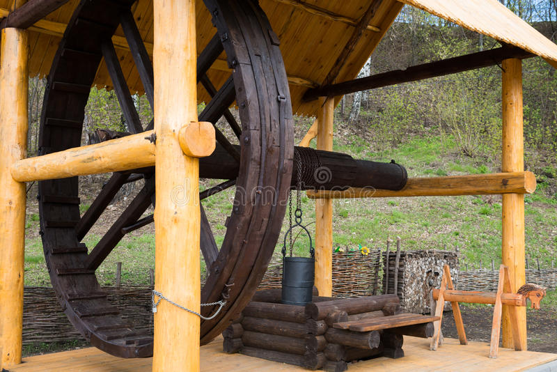 μεγάλος σύρετε καλά ξύλινο στοκ εικόνα