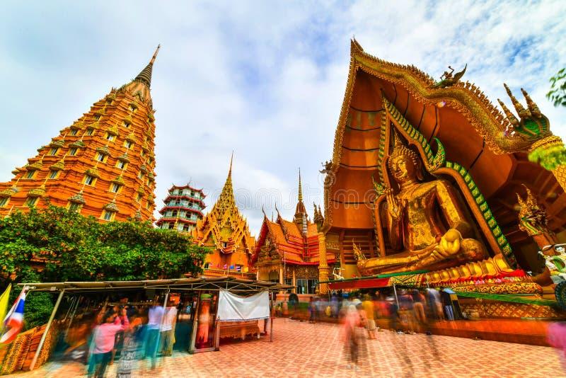 Μεγάλο άγαλμα του Βούδα στο ναό σπηλιών τιγρών, Ταϊλάνδη στοκ φωτογραφίες