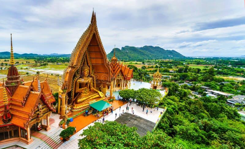 Μεγάλο άγαλμα του Βούδα στο ναό σπηλιών τιγρών, Ταϊλάνδη στοκ εικόνα