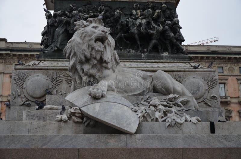 Μεγάλο ιππικό άγαλμα Vittorio Emanuele ΙΙ στην πόλη του Μιλάνου στοκ φωτογραφία με δικαίωμα ελεύθερης χρήσης