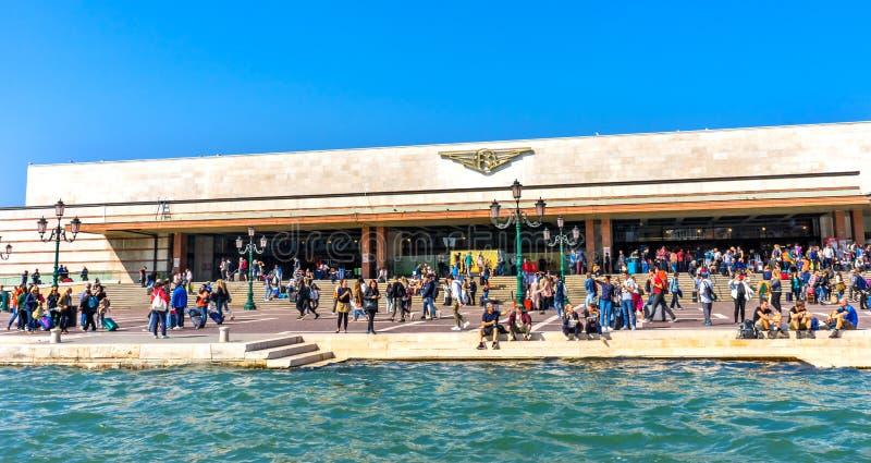 Μεγάλο κανάλι Βενετία Ιταλία τουριστών σιδηροδρομικών σταθμών της Lucia Santa στοκ φωτογραφίες με δικαίωμα ελεύθερης χρήσης