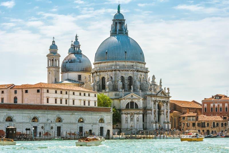 Μεγάλο κανάλι με το χαιρετισμό della της Σάντα Μαρία βασιλικών, Βενετία, Ιταλία στοκ φωτογραφίες