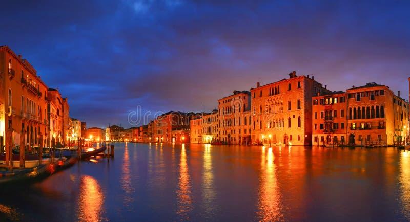 Μεγάλο κανάλι νύχτας την άνοιξη, Βενετία, Ιταλία στοκ φωτογραφίες