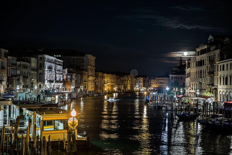 Μεγάλο κανάλι τη νύχτα, Βενετία, Ιταλία στοκ εικόνα με δικαίωμα ελεύθερης χρήσης