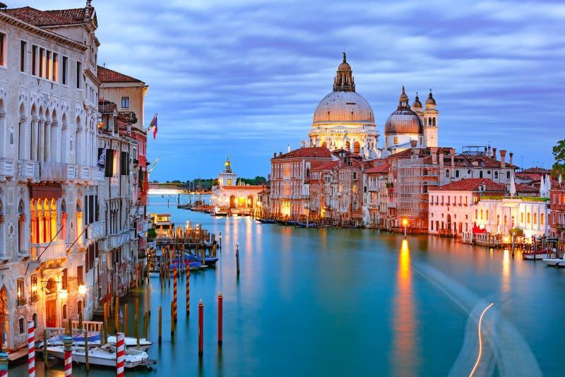 Μεγάλο κανάλι τη νύχτα στη Βενετία, Ιταλία στοκ εικόνες