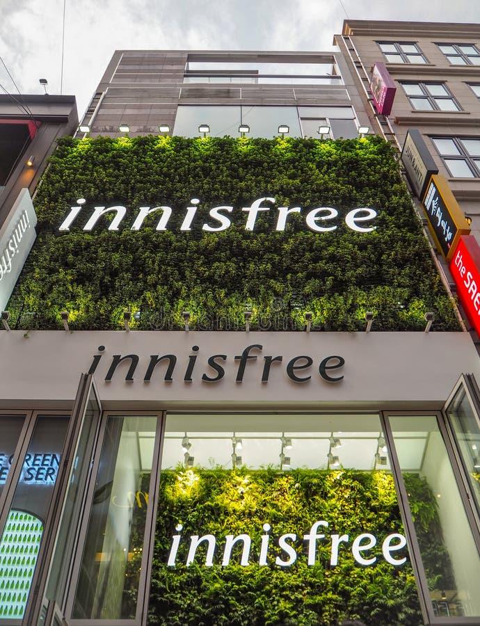 Μεγάλο κατάστημα του νοτιοκορεατικού εμπορικού σήματος Innisfree skincare σε myeong-ήχο καμπάνας στοκ εικόνες
