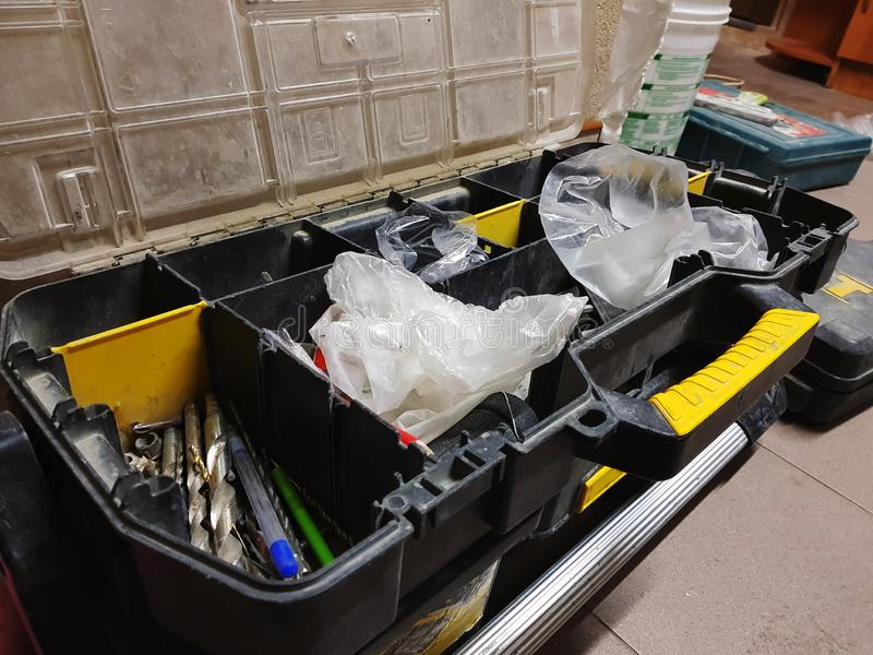 Μεγάλο κιβώτιο για τα επαγγελματικά εργαλεία οικοδόμησης στοκ φωτογραφία με δικαίωμα ελεύθερης χρήσης
