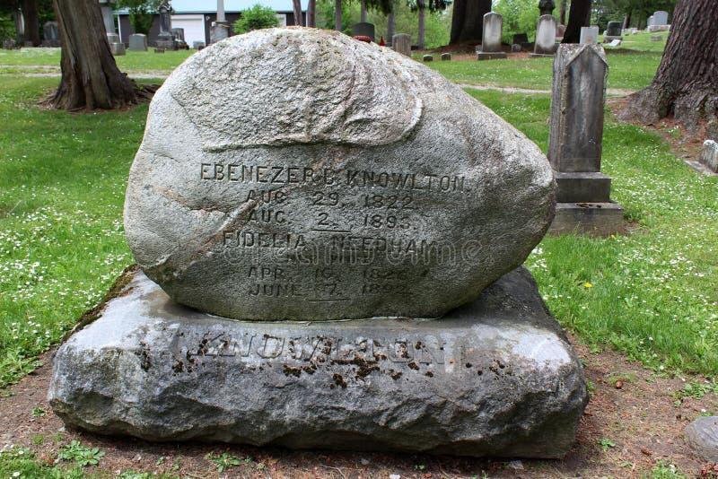 Μεγάλο μνημείο πετρών και άλλες ταφόπετρες, Oakwood νεκροταφείο, Chittenango, Νέα Υόρκη, 2018 στοκ φωτογραφία με δικαίωμα ελεύθερης χρήσης