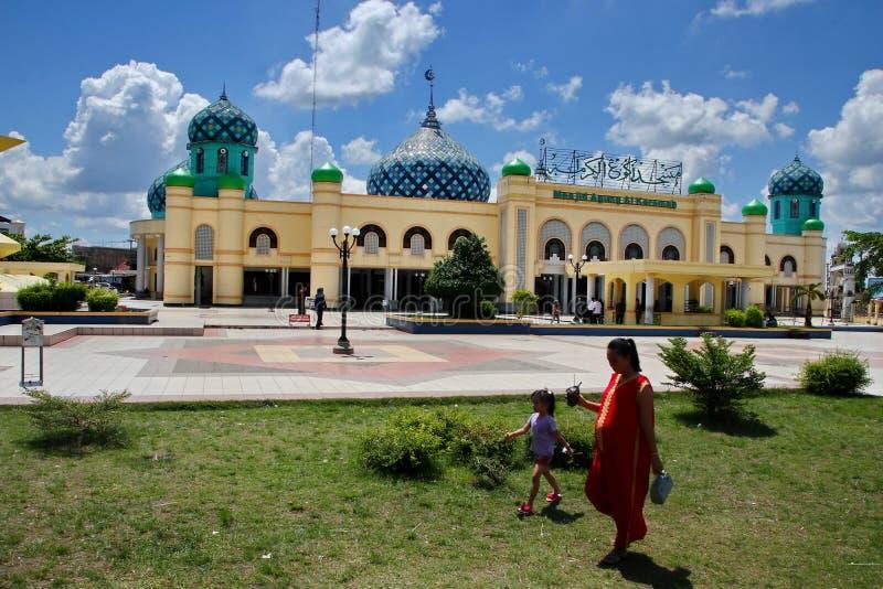 Μεγάλο μουσουλμανικό τέμενος Al Karomah ο κύριος χώρος λατρείας για μουσουλμάνους στην πόλη Banjarbaru στοκ εικόνες