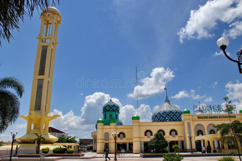 Μεγάλο μουσουλμανικό τέμενος Al Karomah ο κύριος χώρος λατρείας για μουσουλμάνους στην πόλη Banjarbaru στοκ εικόνες με δικαίωμα ελεύθερης χρήσης