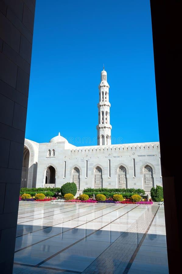 Μεγάλο μουσουλμανικό τέμενος Qaboos σουλτάνων - Muscat - Ομάν στοκ φωτογραφίες