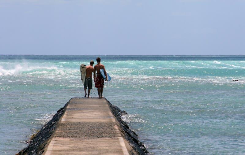 μεγάλο να φανεί κύματα στοκ φωτογραφία με δικαίωμα ελεύθερης χρήσης