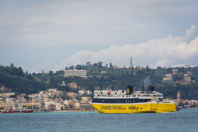 Μεγάλο πορθμείο επιβατών που πλησιάζει τη Ζάκυνθο Por στοκ εικόνα με δικαίωμα ελεύθερης χρήσης