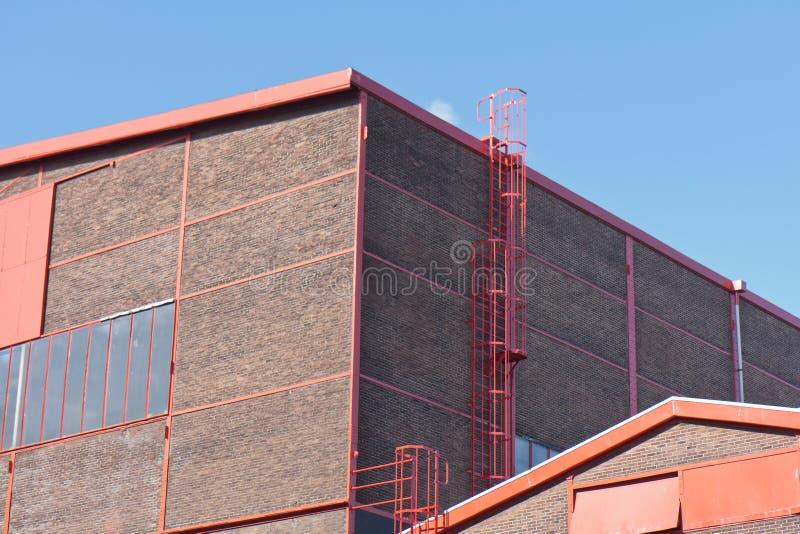 μεγάλο συμπαθητικό κόκκινο εργοστασίων προσόψεων λεπτομερειών στοκ εικόνες