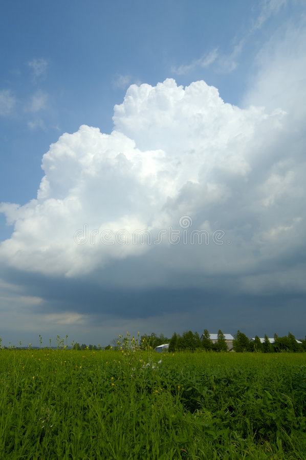 Download μεγάλο σύννεφο στοκ εικόνα. εικόνα από οντάριο, ουρανοί - 101503