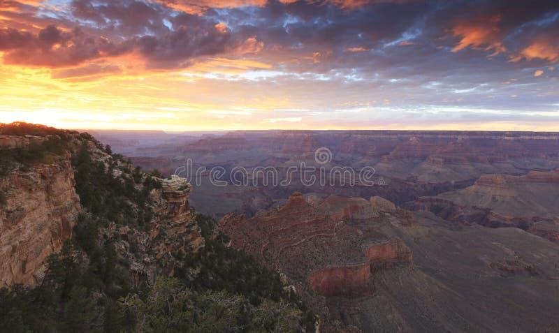 Μεγάλο φαράγγι στο ηλιοβασίλεμα στοκ εικόνες
