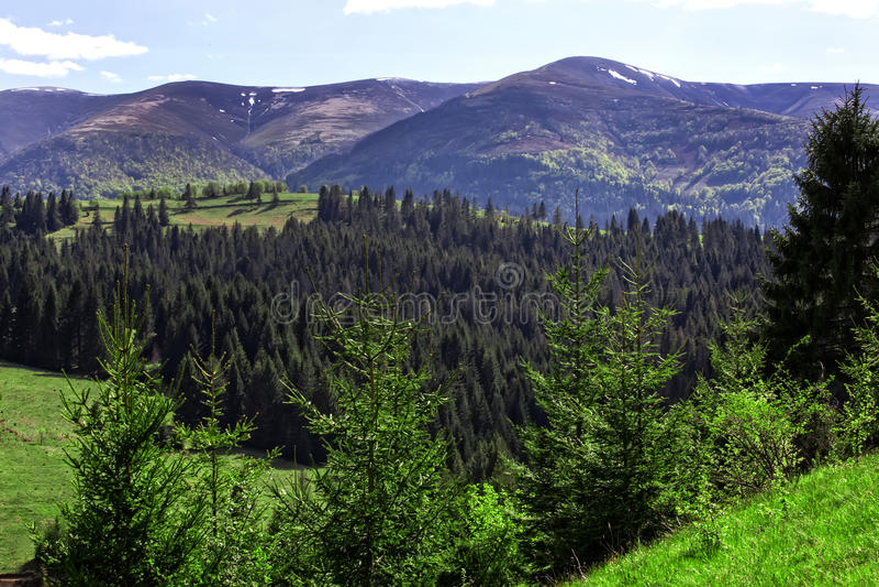 μεγάλα βουνά βουνών τοπίων στοκ εικόνα με δικαίωμα ελεύθερης χρήσης