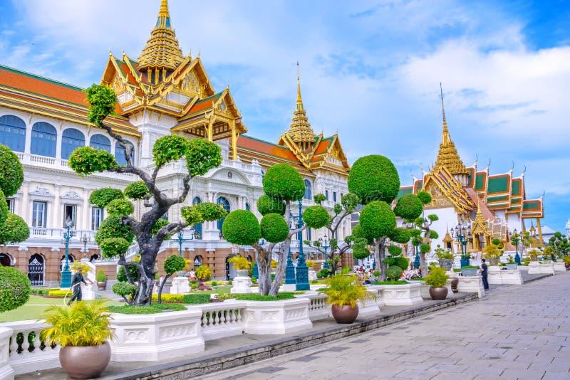 Μεγάλα δικαστήριο παλατιών και κτήριο Chakri Maha Prasat στη Μπανγκόκ, Ταϊλάνδη στοκ φωτογραφία με δικαίωμα ελεύθερης χρήσης