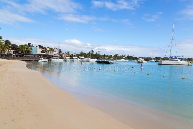 Μεγάλα παραλία και λιμάνι Μαυρίκιος Baie στοκ φωτογραφία