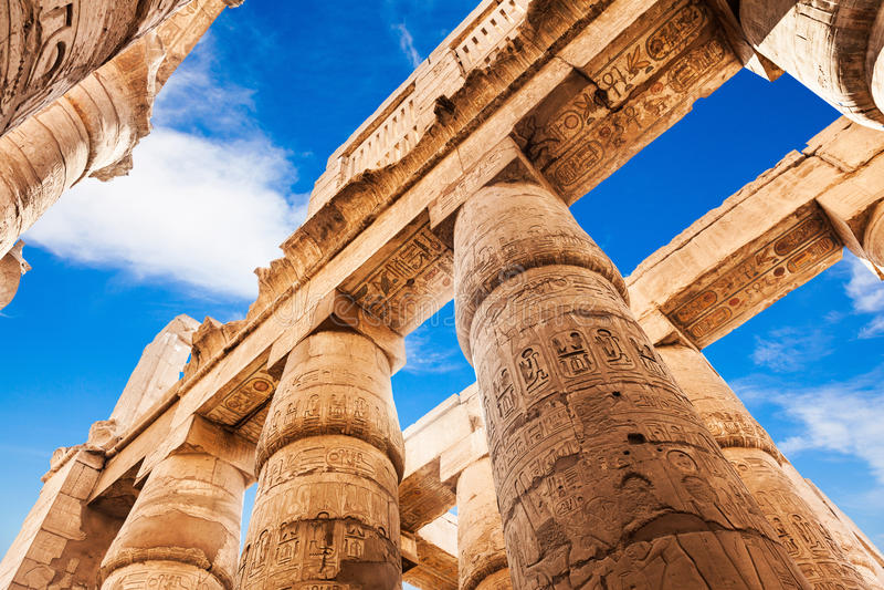 Μεγάλα Hypostyle αίθουσα και σύννεφα στους ναούς Karnak στοκ φωτογραφία με δικαίωμα ελεύθερης χρήσης