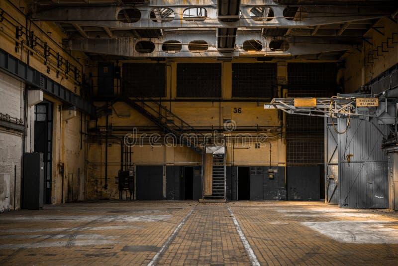 Μεγάλη βιομηχανική αίθουσα ενός σταθμού επισκευής στοκ φωτογραφίες με δικαίωμα ελεύθερης χρήσης