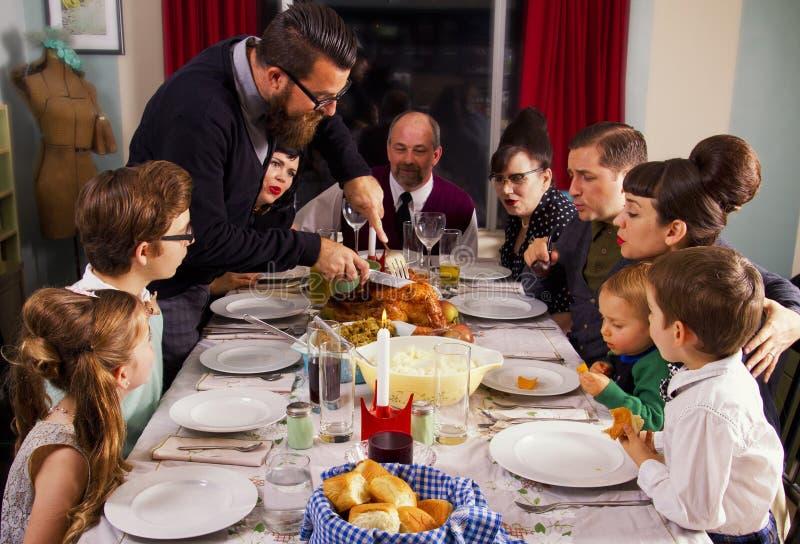 Μεγάλη οικογένεια της Τουρκίας γευμάτων ημέρας των ευχαριστιών στοκ εικόνες