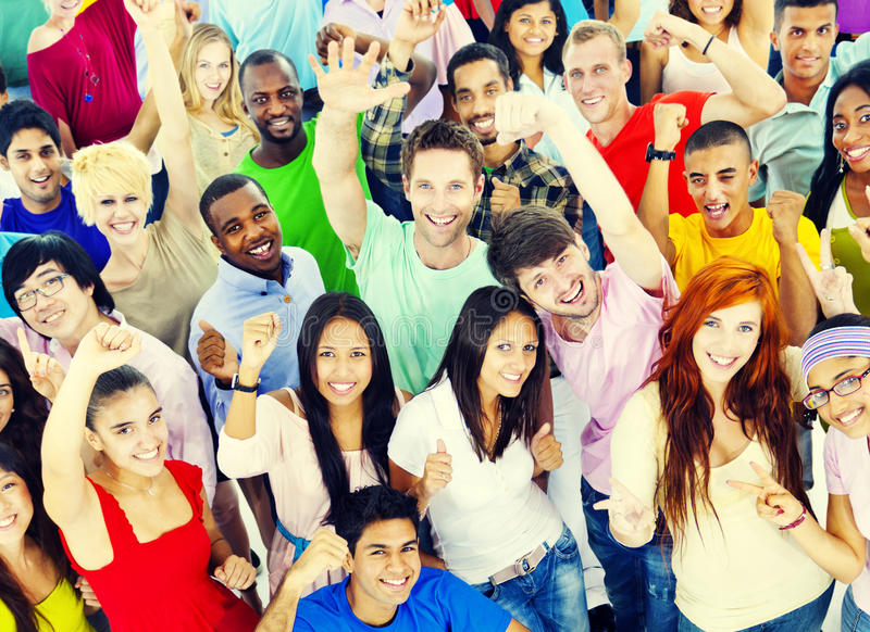 Μεγάλη ομάδα διεθνούς χαμόγελου σπουδαστών στοκ φωτογραφία με δικαίωμα ελεύθερης χρήσης